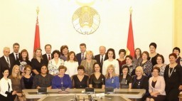 Торжественный прием от имени губернатора ко Дню матери прошел в облисполкоме